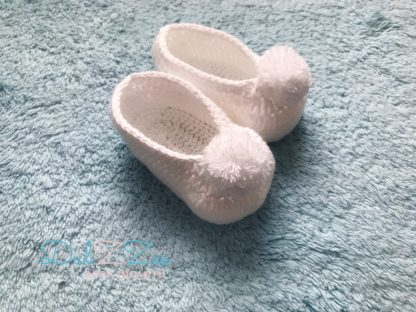 Dulzzes Zapatito blanco pompon ropa infantil hecho a mano